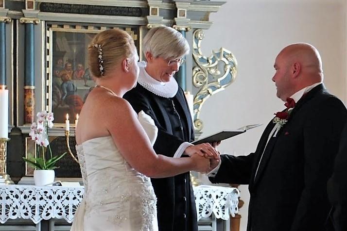 4f8f8410778a Sådan foregår et bryllup